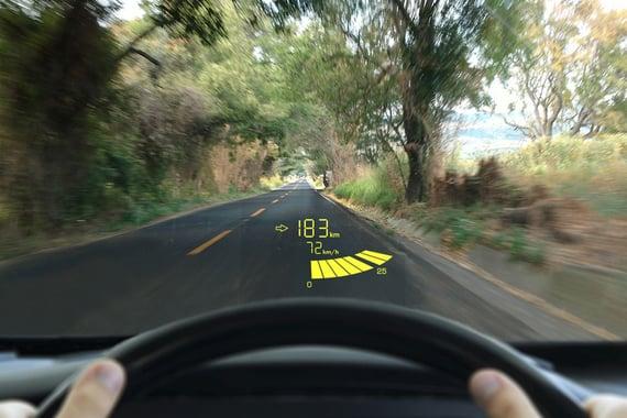 Lumineq transparent display-Car-windshield-960x640