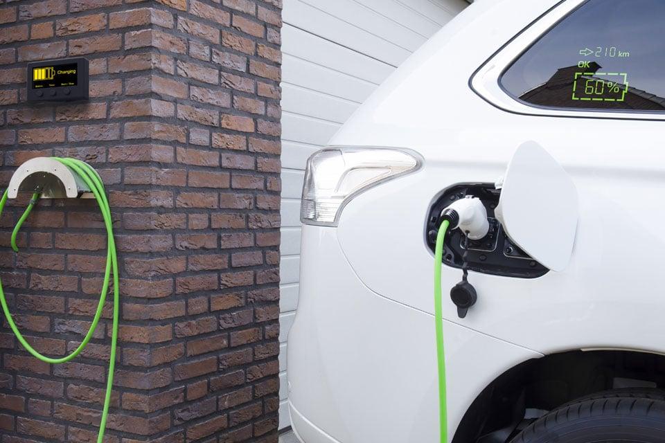 Lumineq transparent display-EV-Car-Charging-960x640