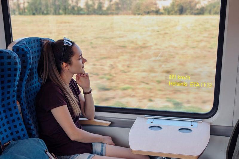 Lumineq transparent display-Train window-2-960x640