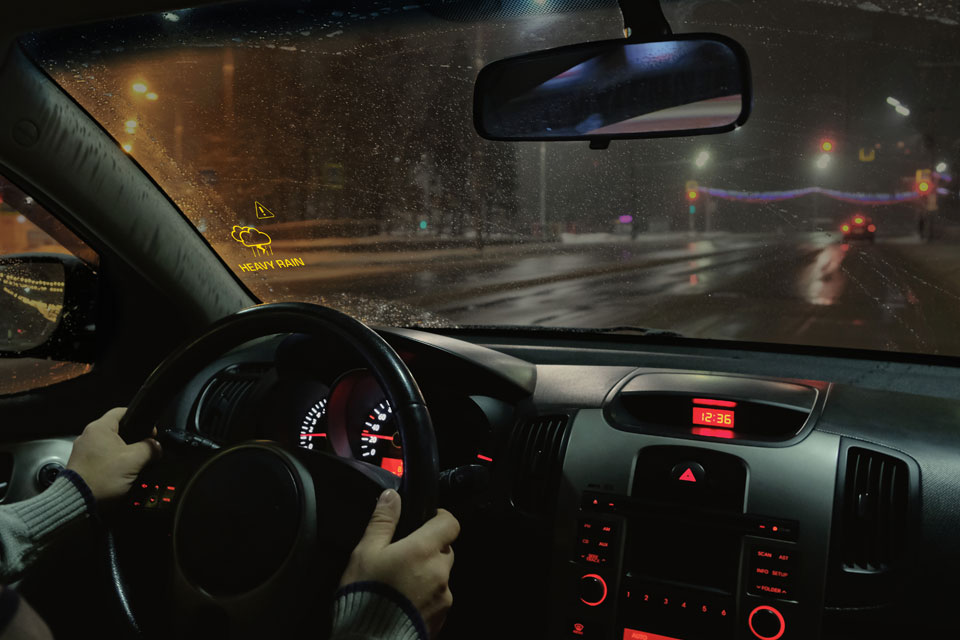 Lumineq transparent display-Weather Warning-960x640