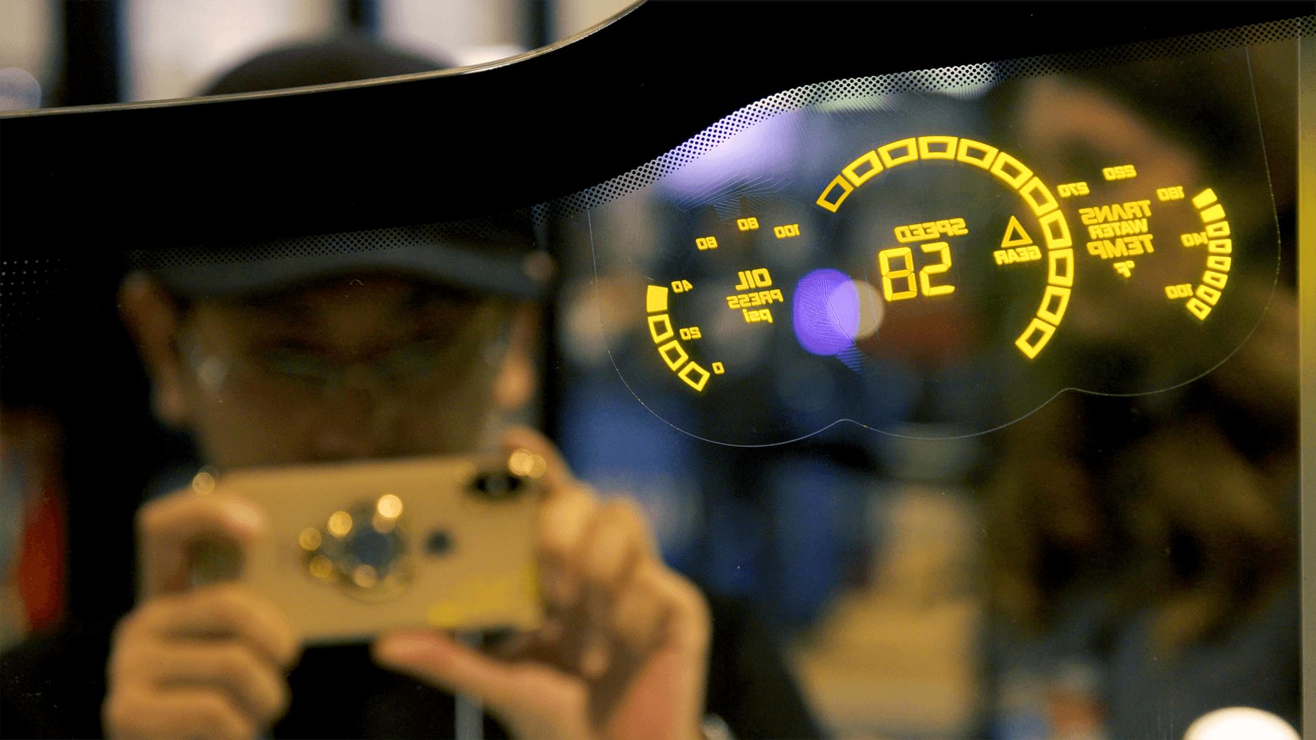 LUMINEQ head up display on Ford F150 windsiheld 2 1920x1080 (1)