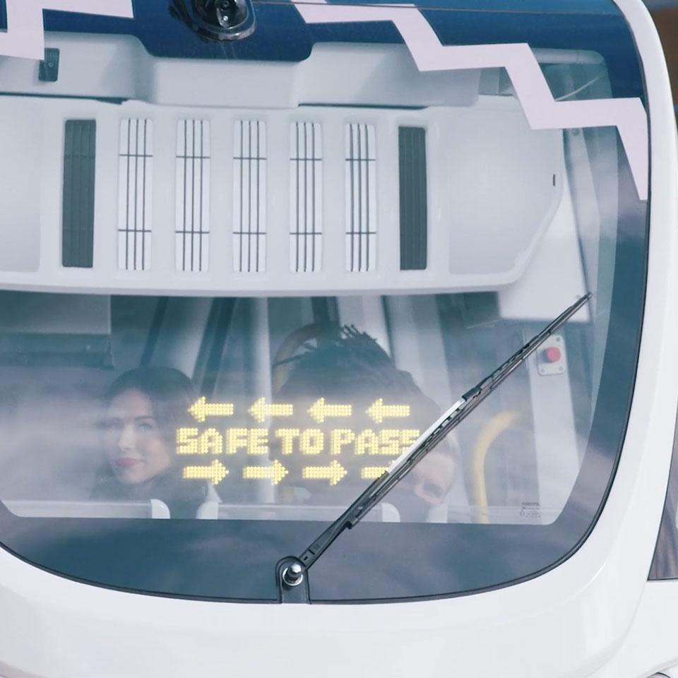 lumineq-in-glass-displays-for-autonomous-bus-960x960