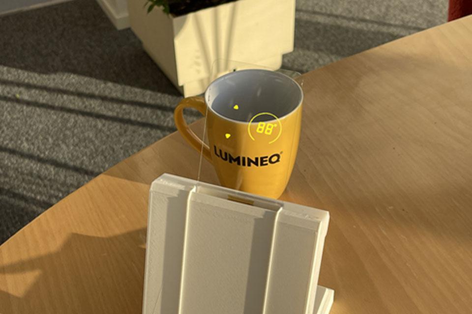 LUMINEQ-handheld-touch-demo-960x640