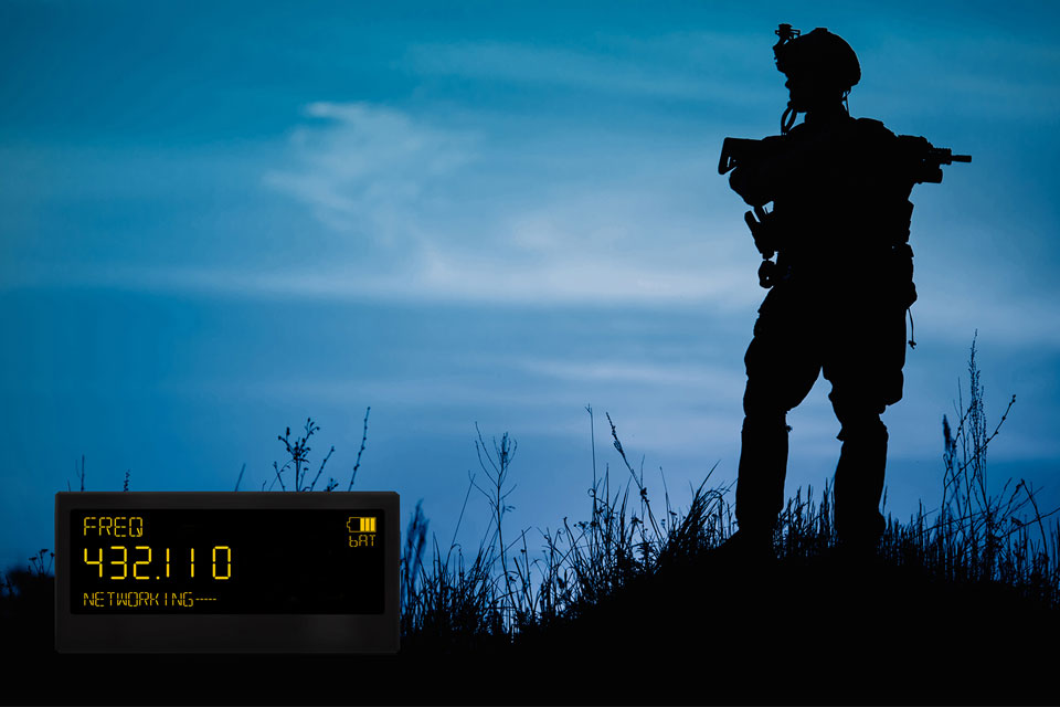 Lumineq rugged display-Military_radio-960x640