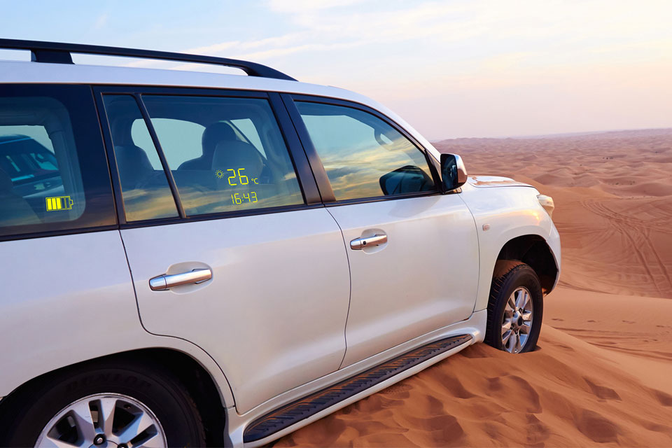 Lumineq transparent display-Desert-car-960x640
